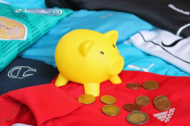 Sparschwein > Sparen gelingt auch bei sportlicher Markenmode > Faktwert-Artikel 800x533
