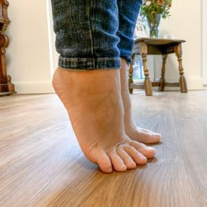 Tik Impulsraum Tragende Rolle: Fueße aus Sicht der amerikanischen Chiropraktik > Fueße auf Zehenspitzen > Faktwert-Artikel 300x300
