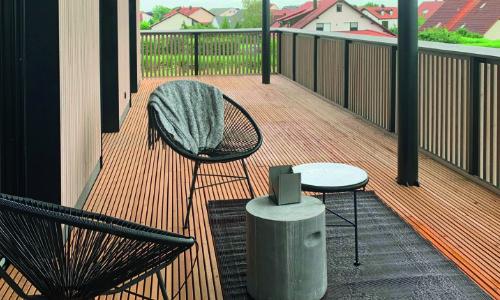 Mocopinus Klasse Terrasse > schwarze Stühle > Faktwert-Artikel 500x300